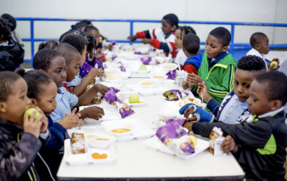 Universal lunch may help NYC students view their schools as safer places, a report finds
